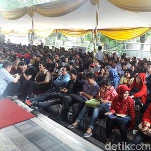 Dari Jam 4 Shubuh, Begini Penampakan Antrean Warga yang Ingin Ikut Tax Amnesty