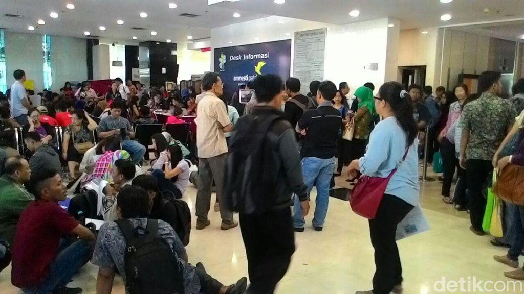 700 Orang Antre Tax Amnesty dari Jam 3 Subuh di Kantor Pajak Ini