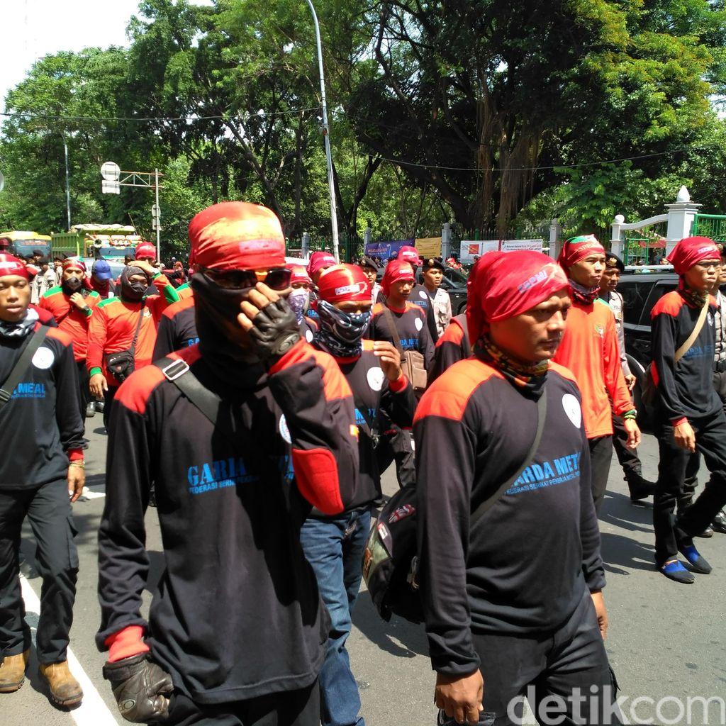 Buruh Tuntut Perbaikan Upah, Seskab: Pemerintah Sudah Punya Formulasi
