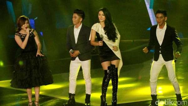 Aksi Panggung Ayu Ting Ting dan Zaskia Gotik di AMI Awards 2016