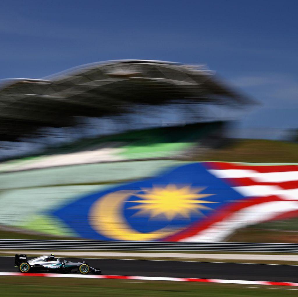 Rosberg Tercepat dalam Sesi Latihan yang Diganggu Api