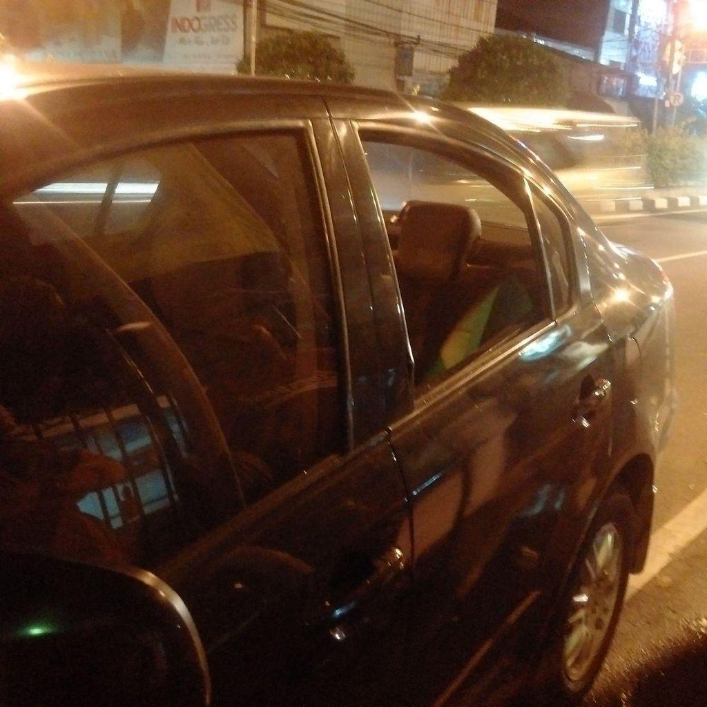 Maling Bermodus Pecahkan Kaca Mobil Beraksi di Kembangan, Tas Korban Dicuri