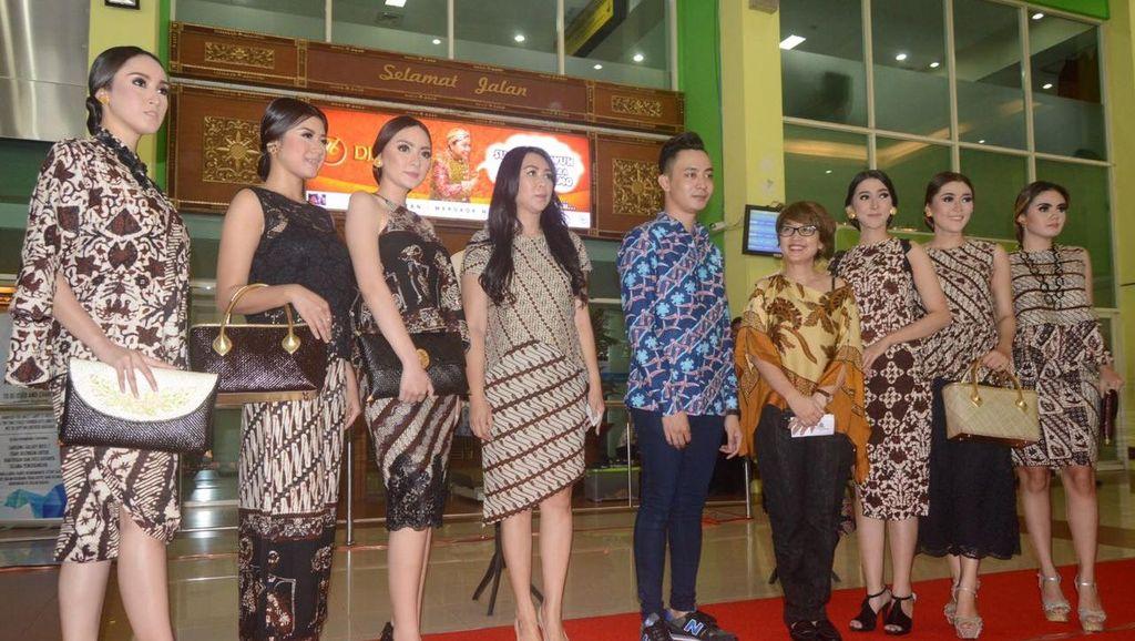 Sambut Hari Batik, Peragaan Busana Digelar di Bandara Solo