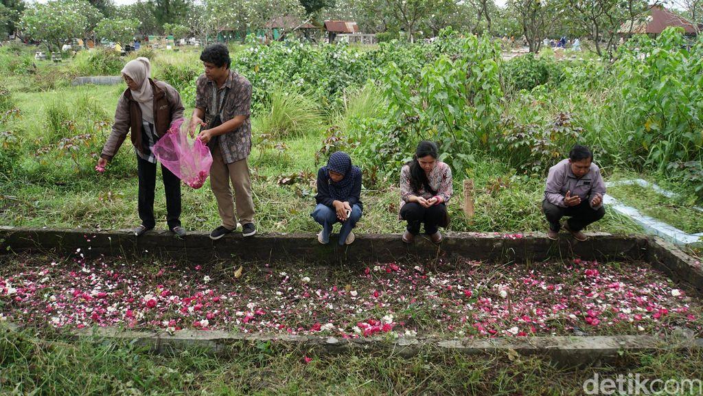 Komnas Perempuan Kunjungi Makam Massal Korban Tragedi 1998 di Solo