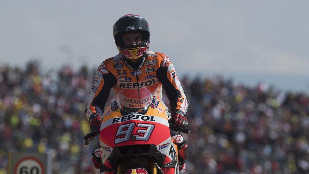Lewat Twitter, Lorenzo Beri Selamat kepada Marquez