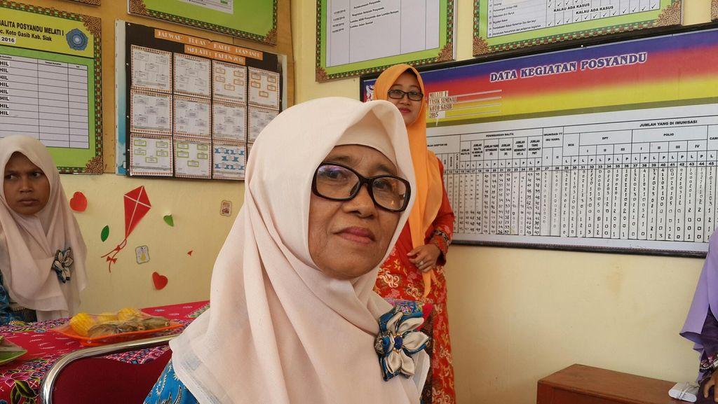 Miyanti dan Kisah 30 Tahun Jadi Kader Posyandu di Siak