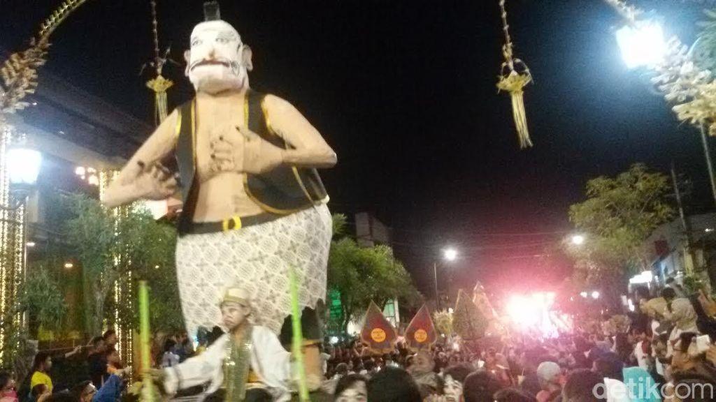 Ribuan Warga Tonton Karnaval Wayang Peringati HUT Kota Yogyakarta Ke-260