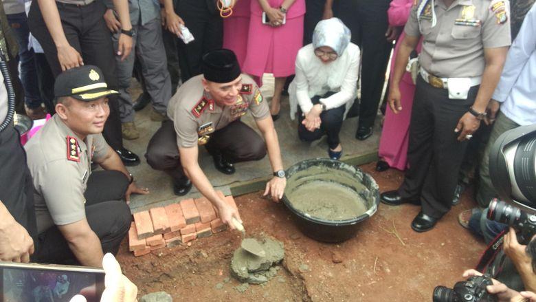 Kapolda Metro dan Airin Hadiri Peletakan Batu Pertama Masjid di Polresta Tangsel