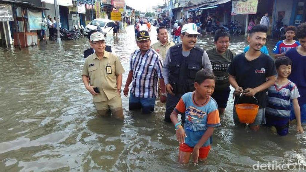 Wagub Jatim Blusukan ke Lokasi Banjir di Sidoarjo
