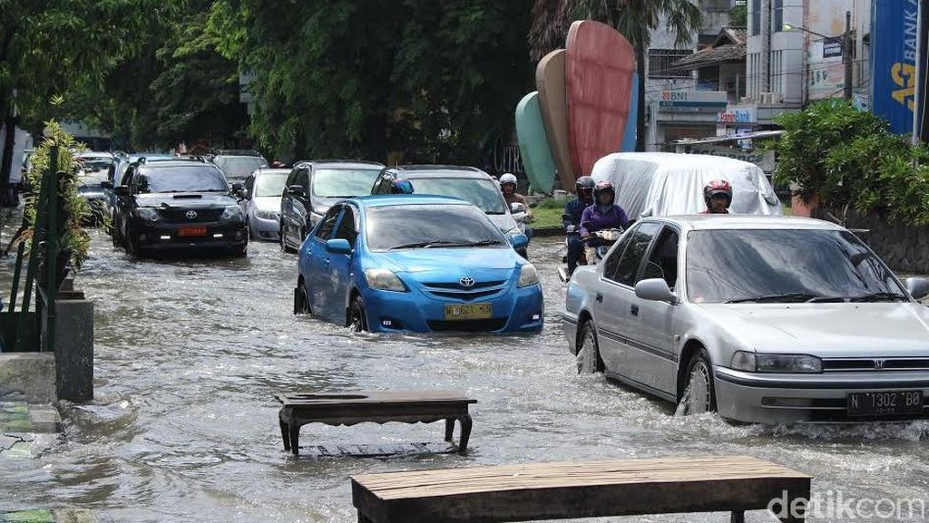 Hujan Merata di Seluruh Jatim, Masyarakat Diimbau Waspada dan Siaga