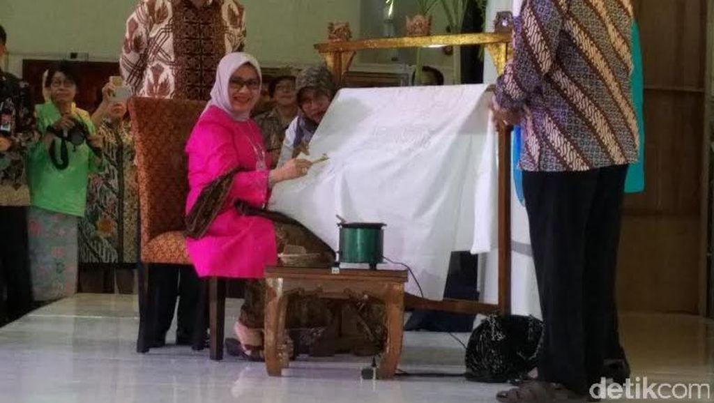 Mufidah Kalla Buka Jogja International Batik Biennale