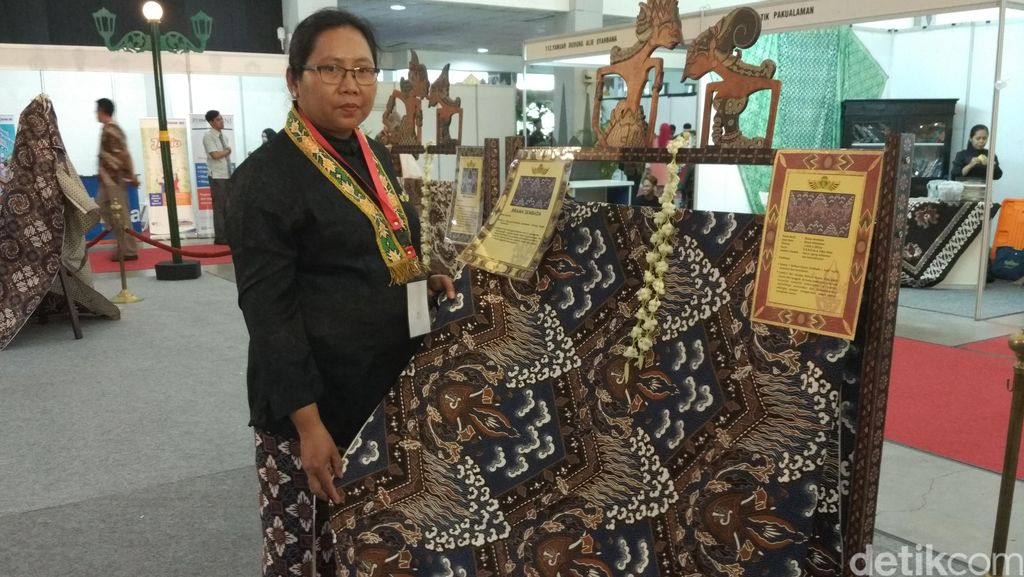 Ketika Naskah Kuno Puro Pakualaman Yogya Dituangkan Dalam Bentuk Batik
