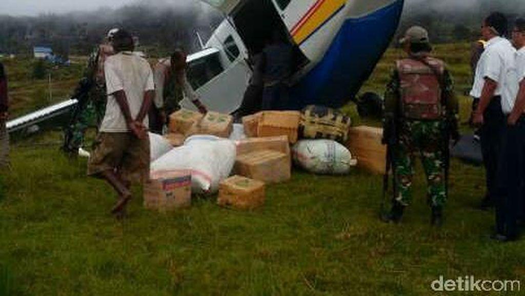 Penampakan Pesawat Caravan yang Terjungkal di Bandara Ilaga karena Masalah Rem