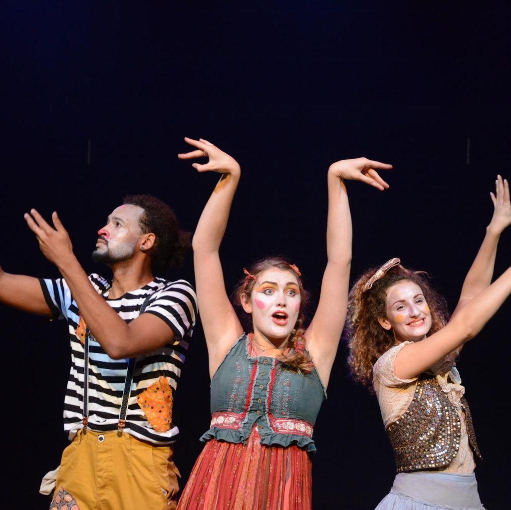 Pentas The Human Zoo Theatre Company: Perempuan yang Jatuh Cinta pada Bulan