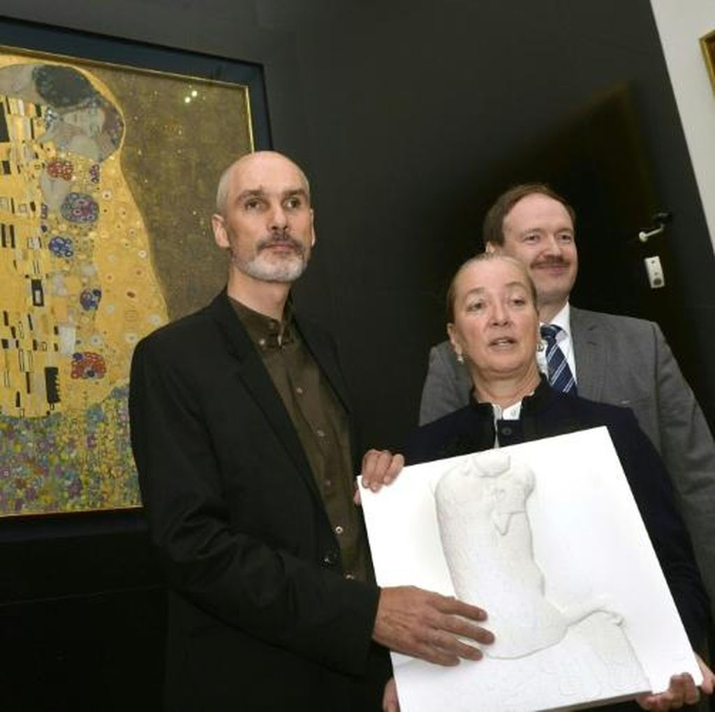 Penyandang Tunanetra Kini Bisa Sentuh Lukisan Gustav Klimt