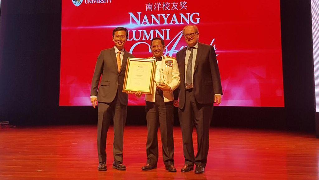Kapolri Terima Penghargaan dari NTU Singapura Atas Pemberantasan Terorisme