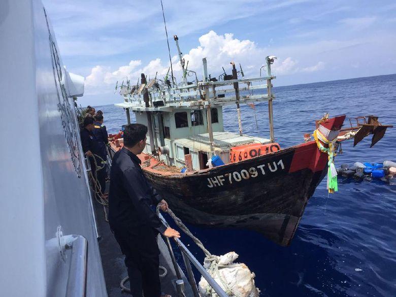 Bakamla Tangkap 4 Kapal Pencuri Ikan Asal Malaysia Dan Vietnam Di Natuna