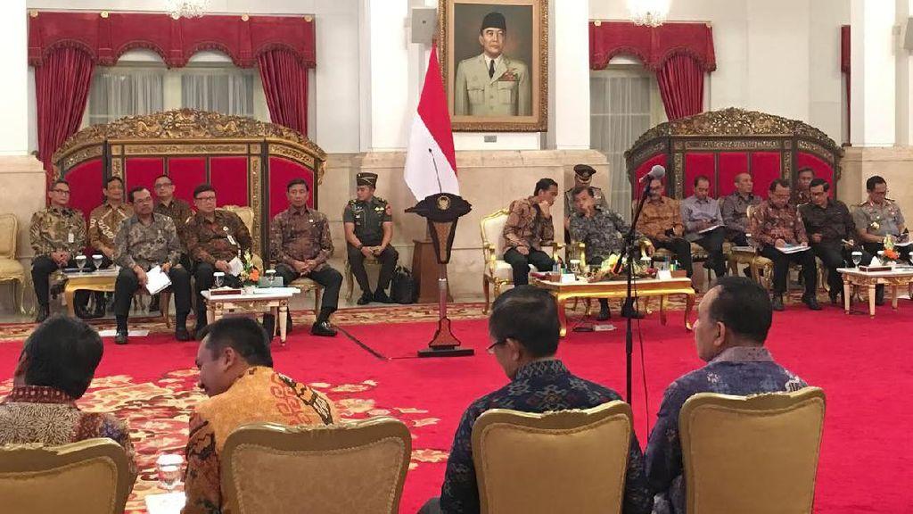 Kumpulkan Gubernur se-Indonesia, Jokowi: Pungli Bikin Masyarakat Susah!