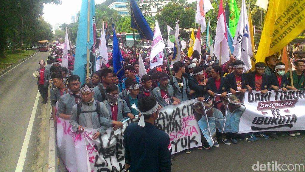 Ada Demo BEM Se-Indonesia, Lalin dari Patung Kuda ke Istana Padat