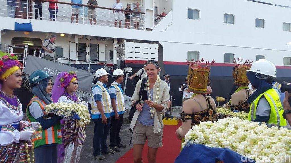 Kapal Pesiar Bahama Sandar Pertama Kali di Pelabuhan Tanjungwangi