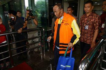 Bertongkat, Sugiharto Diperiksa KPK