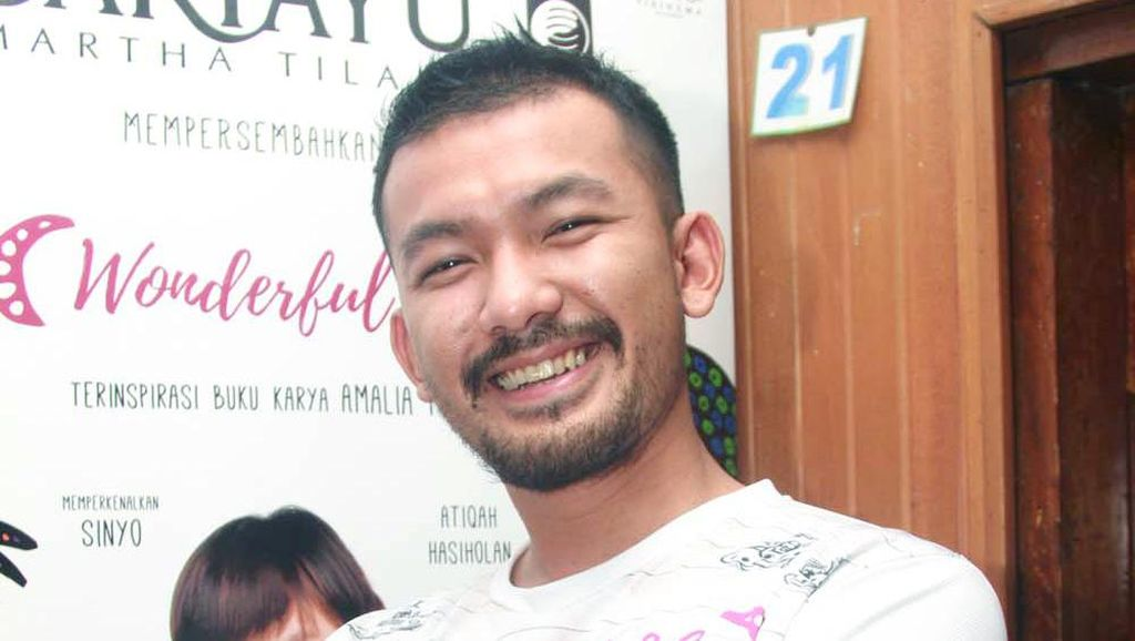 Punya Mata Sipit, Rio Dewanto Pernah Kena Bully