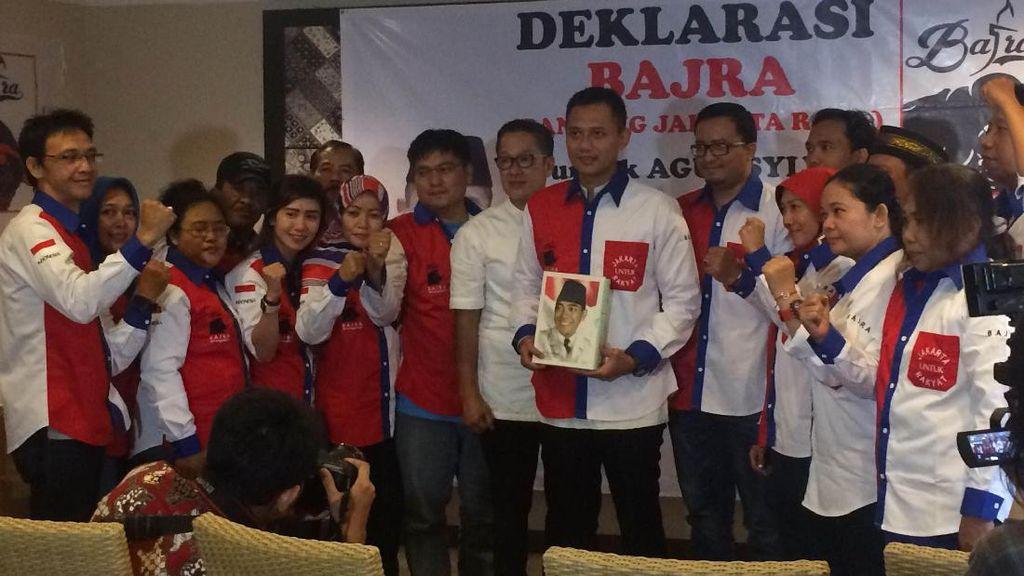 Agus Yudhoyono Dapat Buku tentang Soekarno dari Banteng Jakarta
