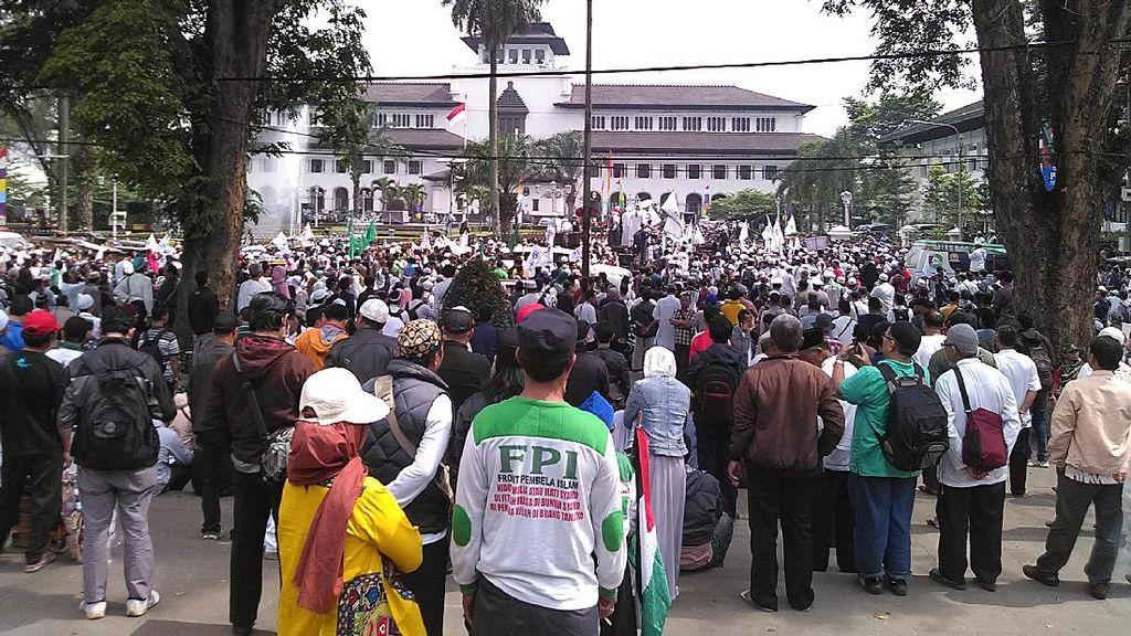 Ribuan Orang dari Berbagai Ormas Islam di Jabar Desak Polisi Tegas pada Ahok