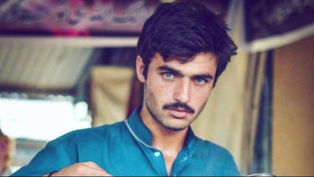 Penjual Teh Tampan dari Pakistan Viral di Internet, Kini Jadi Foto Model