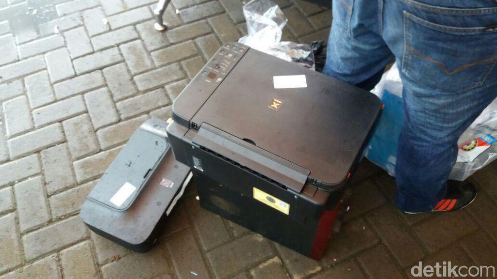 Geledah Rumah Taat Dimas Kanjeng, Polisi Sita Printer dan Uang Puluhan Juta