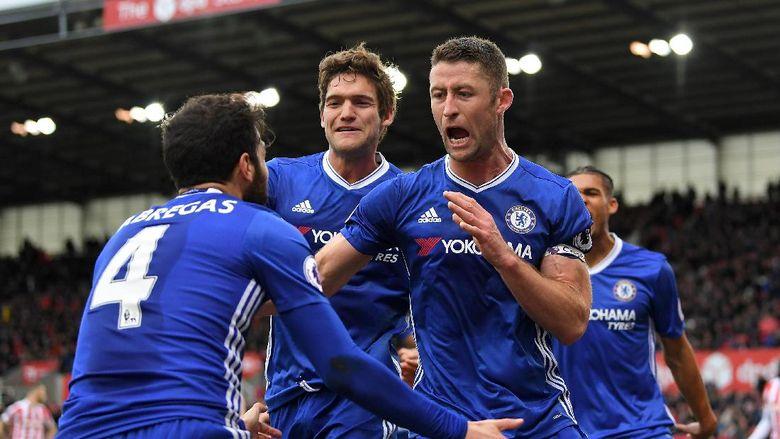 Chelsea Hanya Duduk Santai Lihat Rivalnya Berjuang
