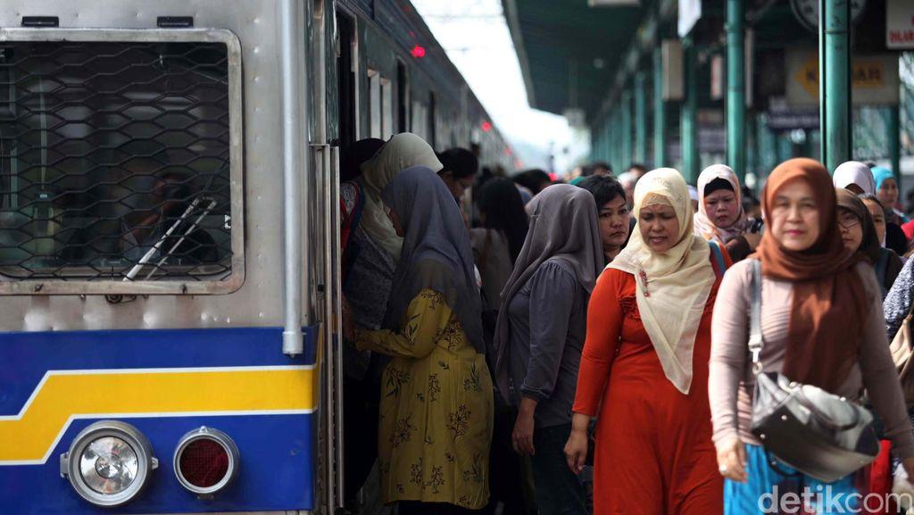 Tambah Kapasitas, Rangkaian Commuter Line Akan Ditambah Jadi 12 Gerbong