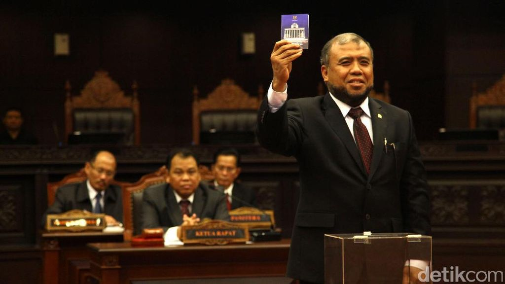 Sidang LGBT dan Konsistensi Hakim Konstitusi Patrialis Akbar