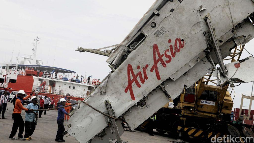 KNKT: AirAsia QZ8501 Alami 4 Kali Gangguan, Jatuh Bukan karena Cuaca