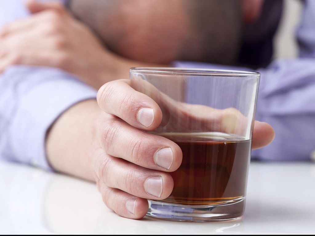 Studi Ini Temukan Cara yang Berpotensi untuk Hentikan Kecanduan Alkohol