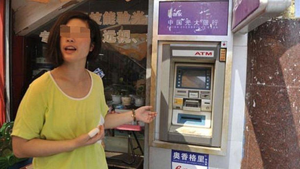 Masukkan PIN ke ATM, Wanita Ini Malah Kena Aliran Setrum Tinggi