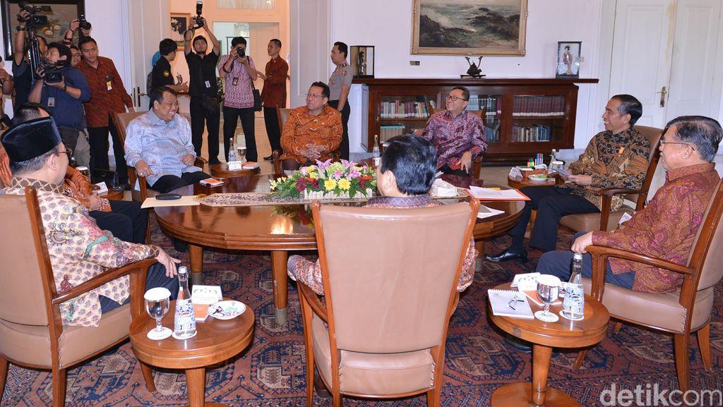 Jokowi Gelar Pertemuan Meja Bundar di Istana Bogor