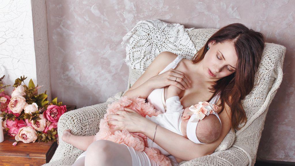 Studi: Menyusui Bantu Lindungi Kekambuhan Multiple Sclerosis Pada Ibu