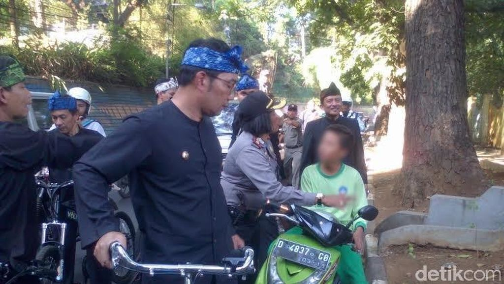 Ridwan Kamil Tegur Bocah SD yang Tepergok Naik Motor di Jalan Raya