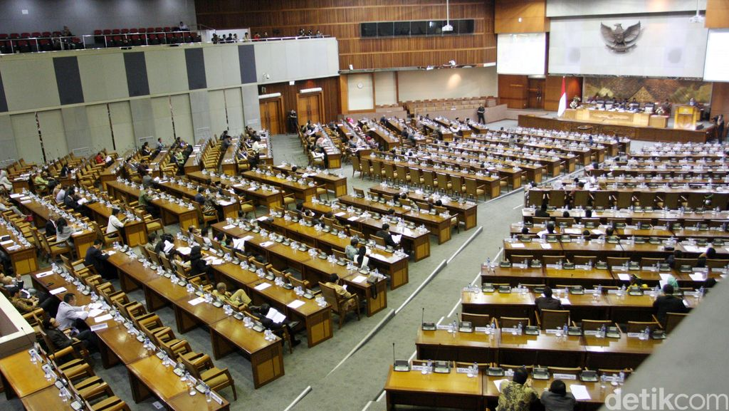 DPR Gelar Paripurna Bacakan 8 Nama Capim KPK, Banyak Kursi Kosong