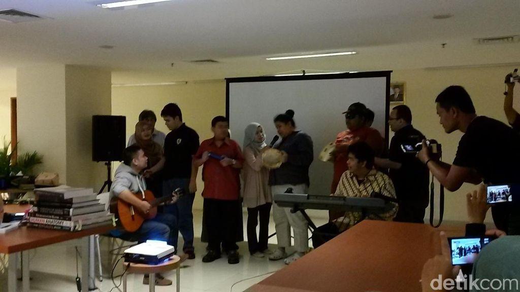 Latihan Fokus, Lima Anak Berkebutuhan Khusus Ini Nge-Band