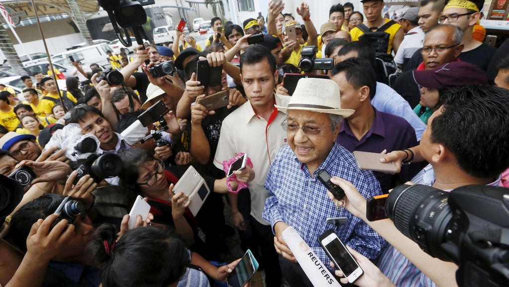 Mahathir Serukan Rakyat Malaysia Untuk Gulingkan PM Najib