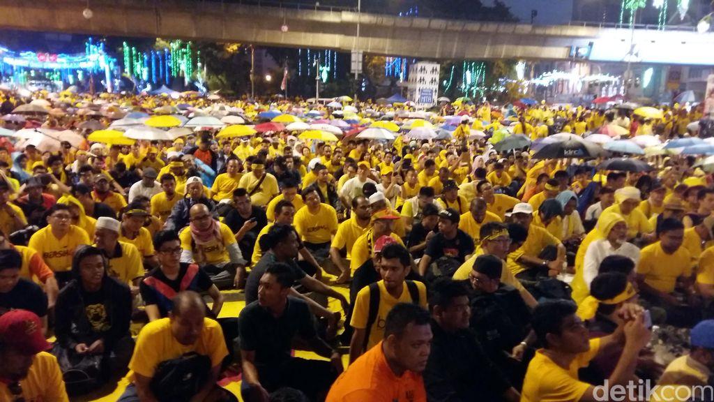Demonstran Anti Najib Makin Ramai Malam Ini, Begini Suasananya