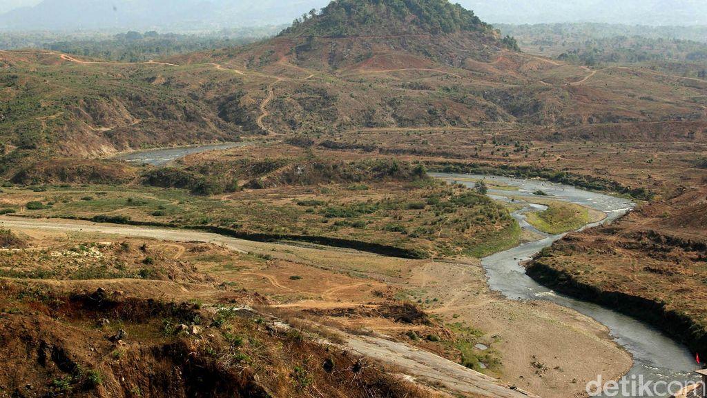 Pengisian Air Jatigede dan Kisah Desa Cipaku yang 'Dihapus' dari Sejarah