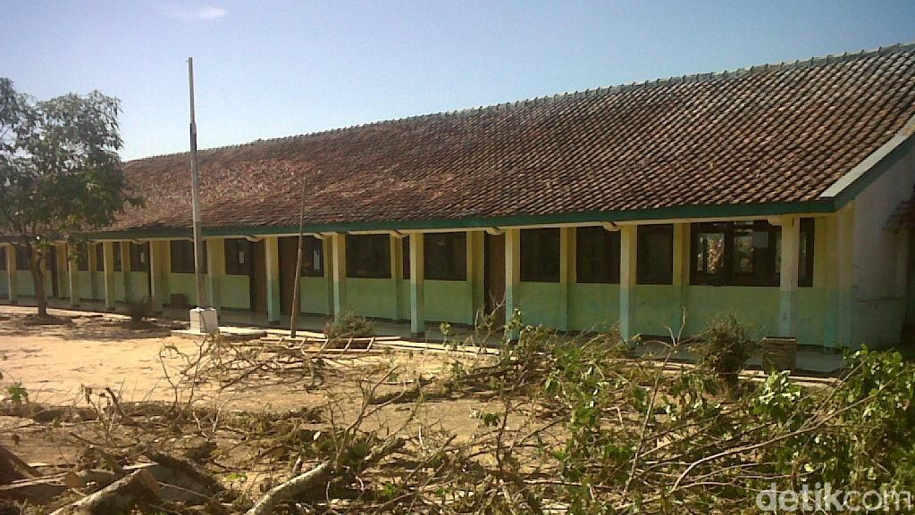 Melihat Kondisi Terakhir SD Jemah sebelum 'Dikubur' Air Jatigede