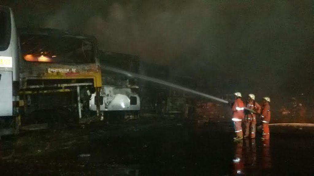 Kebakaran di Pool Trans Batavia, Sejumlah Bus Transj Hangus