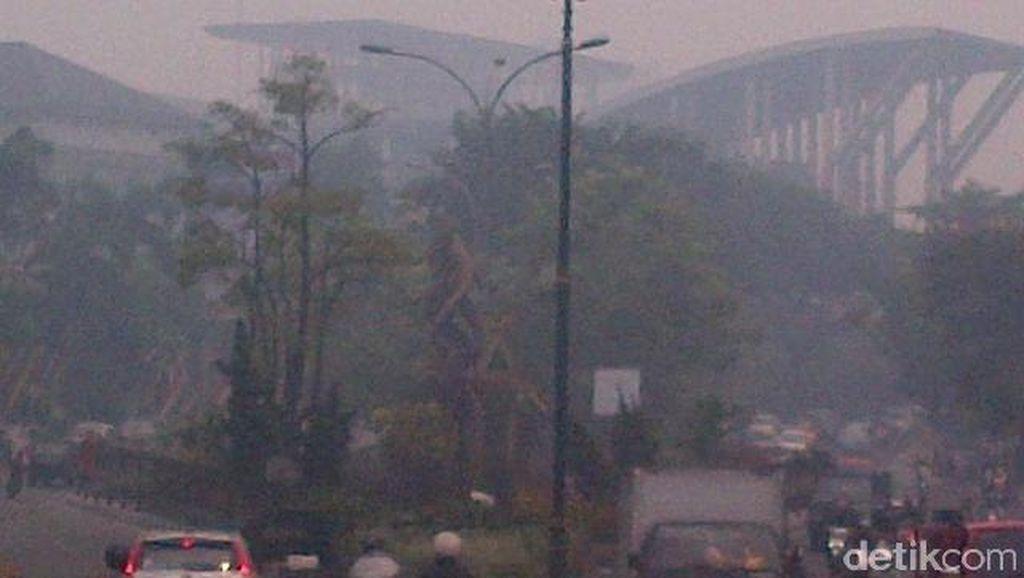 Kota Pekanbaru 'Ditelan' Asap Kebakaran Lahan, Seperti ini Wujudnya
