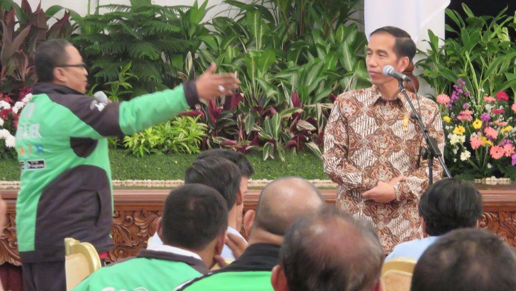 Ke Semua Ojek, Jokowi: Sama-sama Kerja untuk Anak-Istri Jangan Berantem
