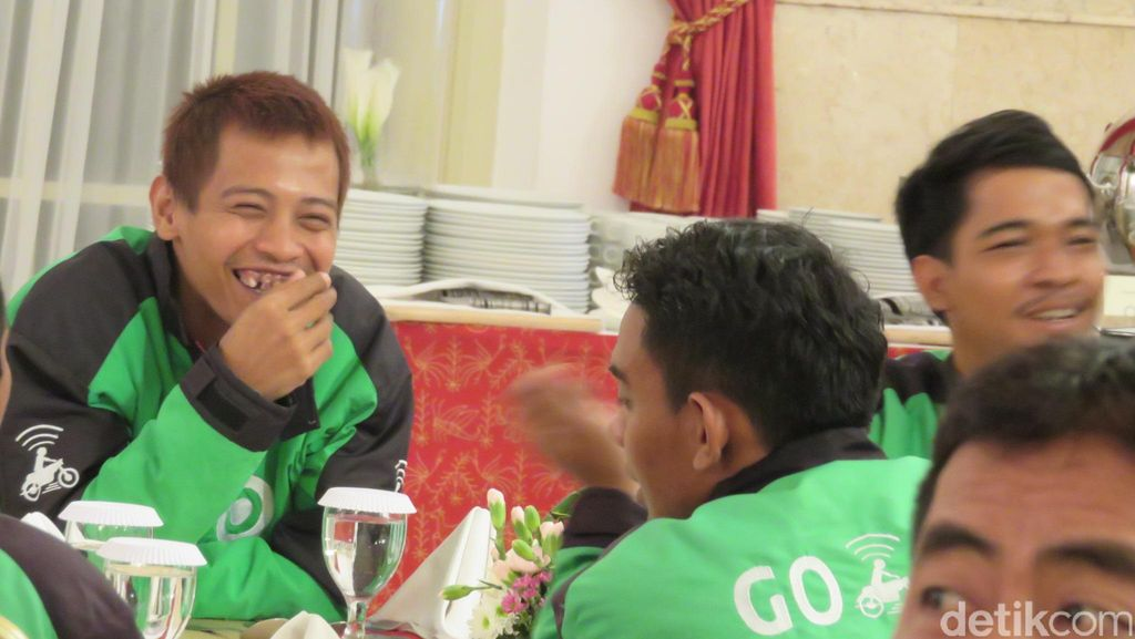 Jokowi Makan Bareng Pengemudi Go-Jek, Metro Mini Hingga Sopir Taksi