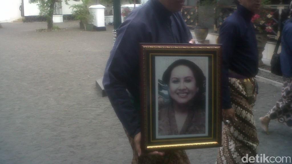 In Memoriam KRAy Nindyokirono, Istri Terakhir Sultan HB IX